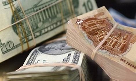 """الدولار سينخفض إلى 4 جنيهات... """"نكتة"""" أطلقها محافظ """"المركزي"""" المصري"""