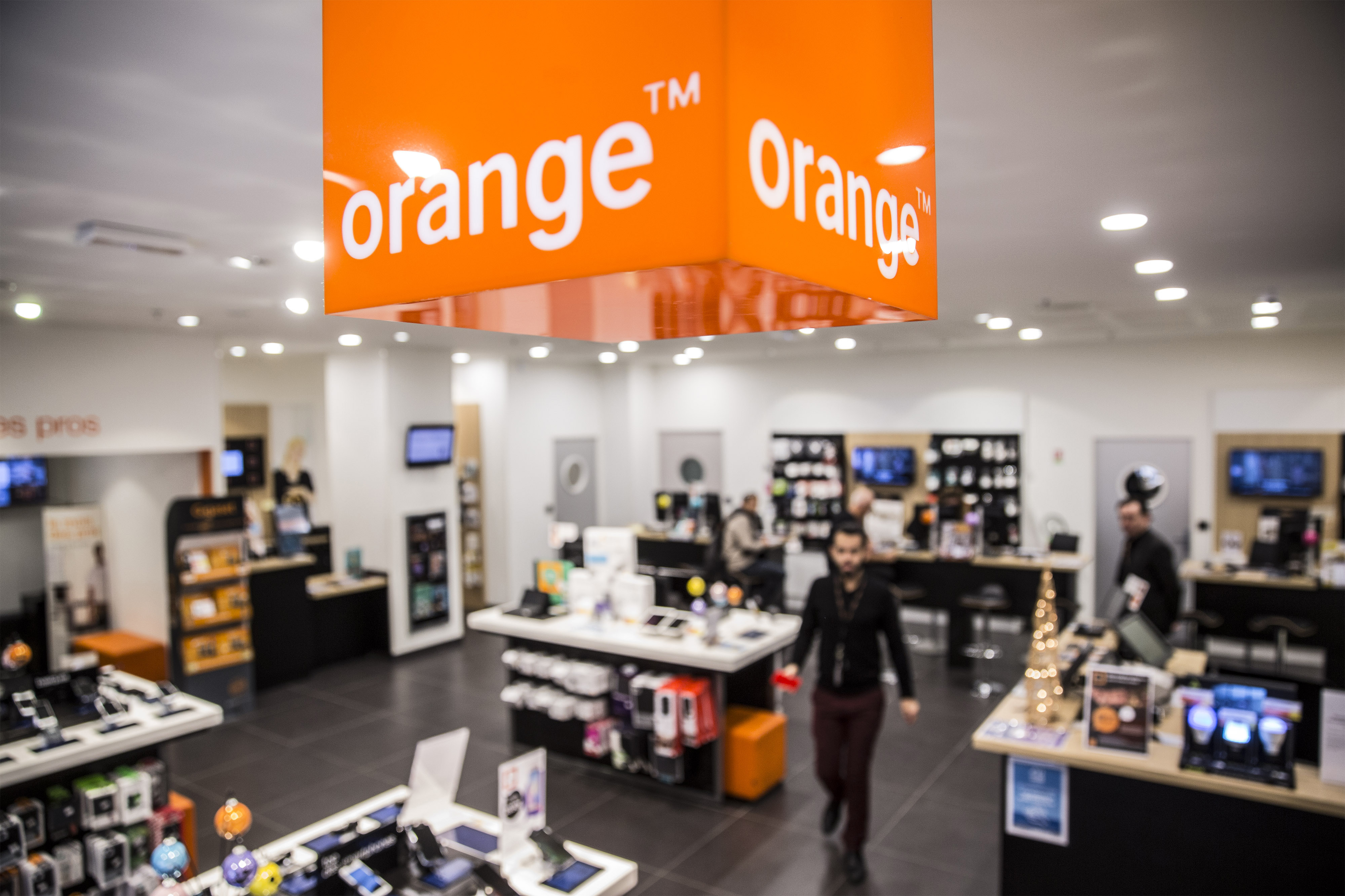 Orange sees more slow growth in Middle East, Africa