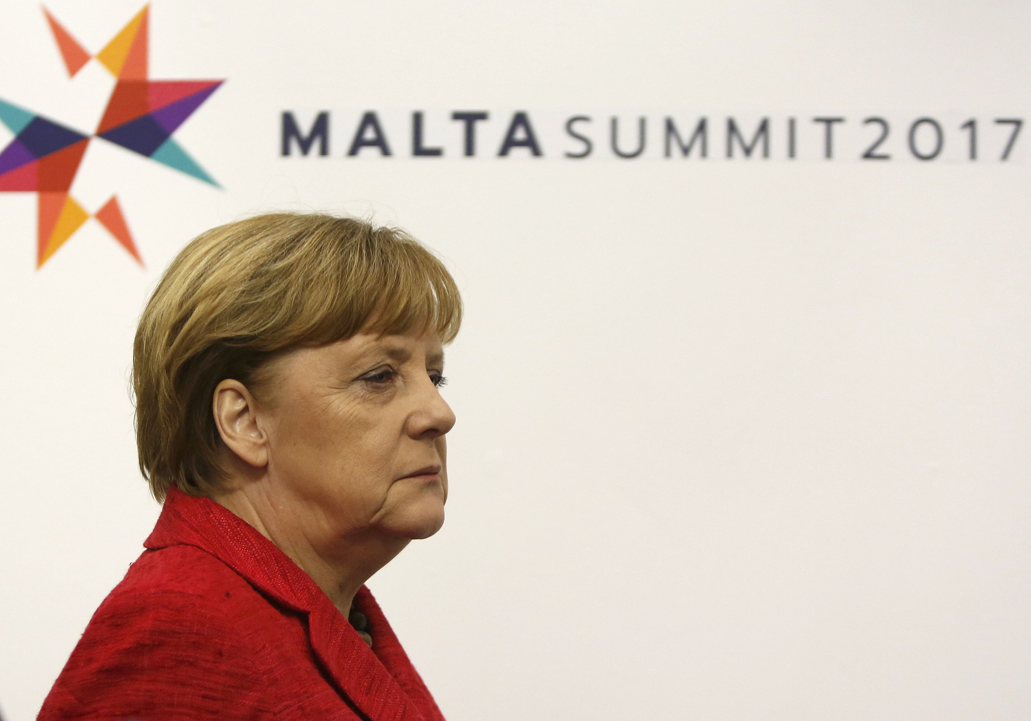 Facing new challenger, Merkel rallies troublesome Bavarian ally