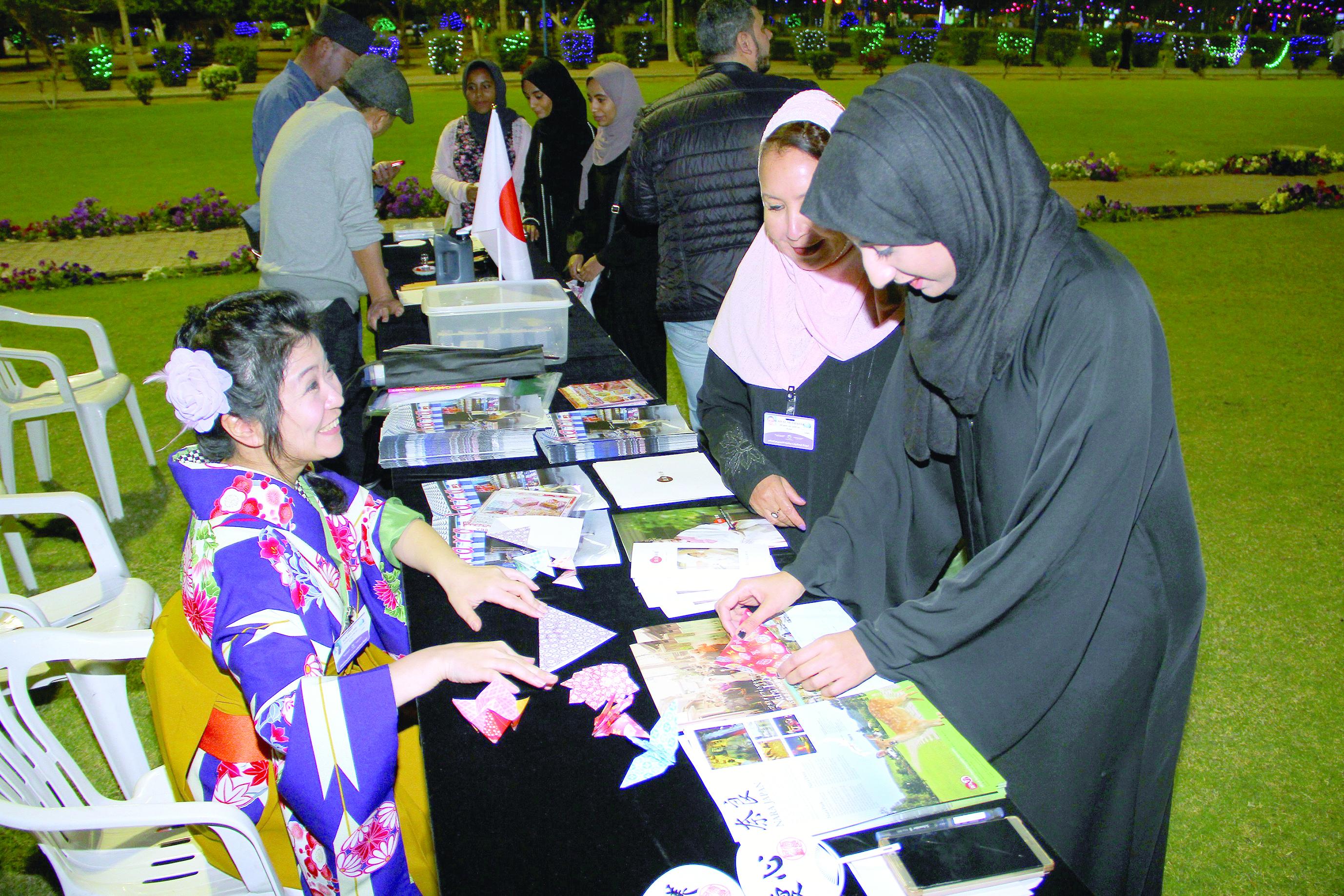 جمعية الصداقة العُمانية اليابانية تستعرض الثقافة والتراث الياباني بمتنزه النسيم