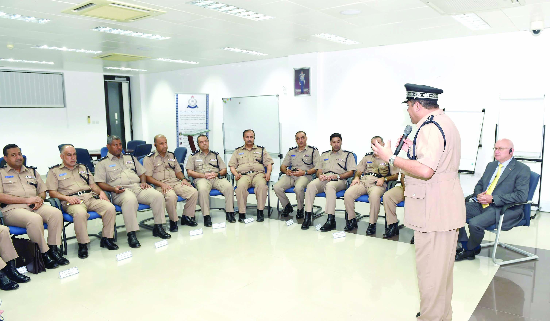 الشرطة تنفذ دورة لتطوير المهارات القيادية للضباط