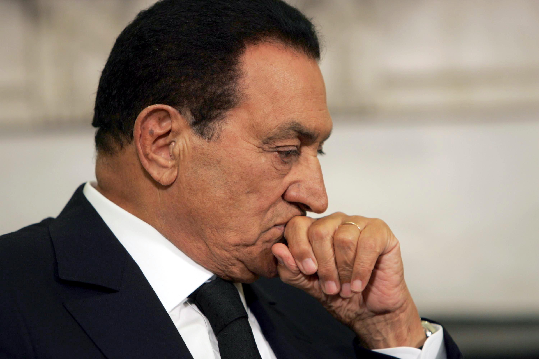 """بعد براءته.. هل من حق """"مبارك"""" المطالبة بتعويضات عن فترة حبسه ؟"""