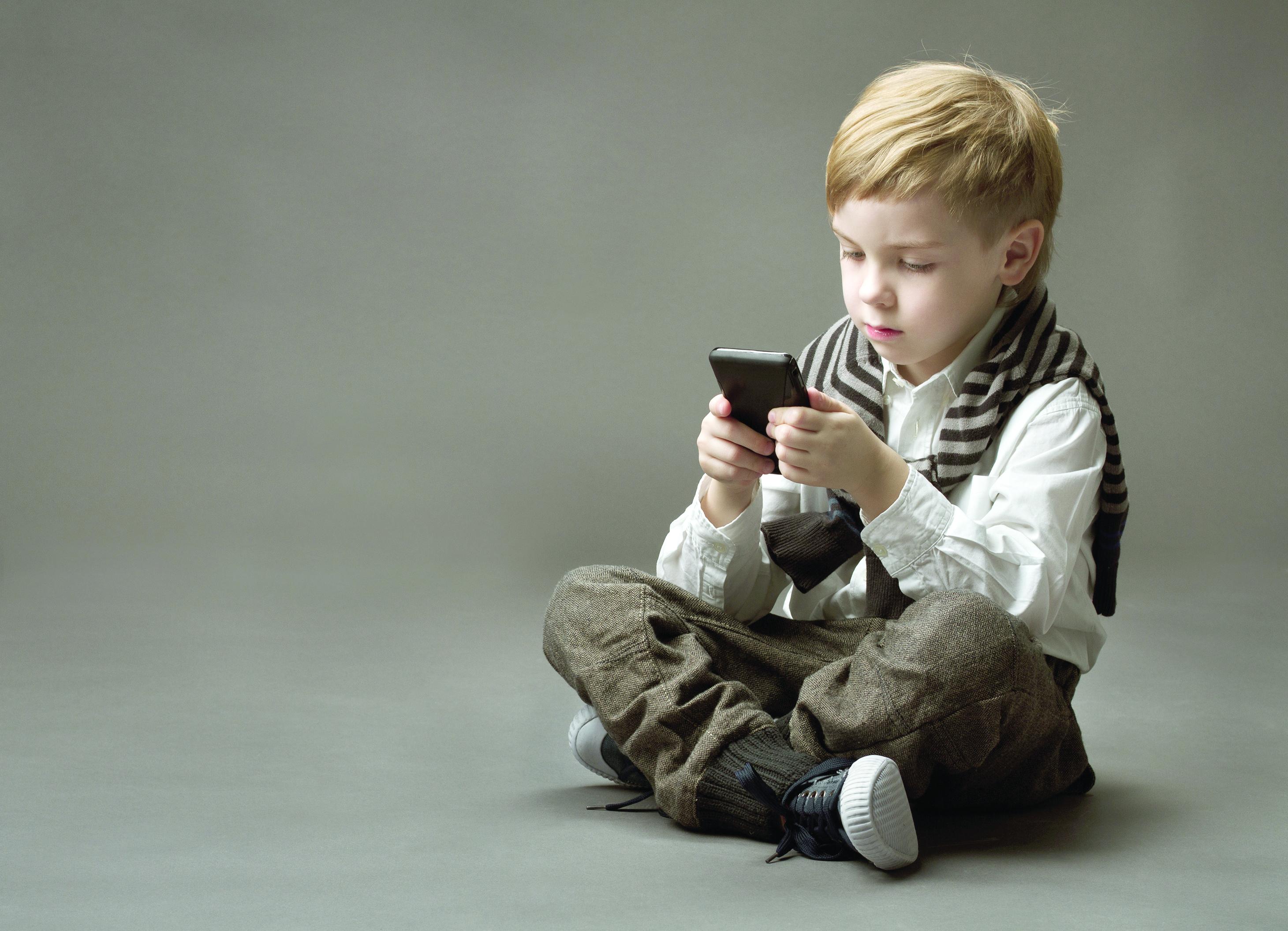 ميزة «رائعة» لحماية هاتفك في أيدي الأطفال والمتطفلين
