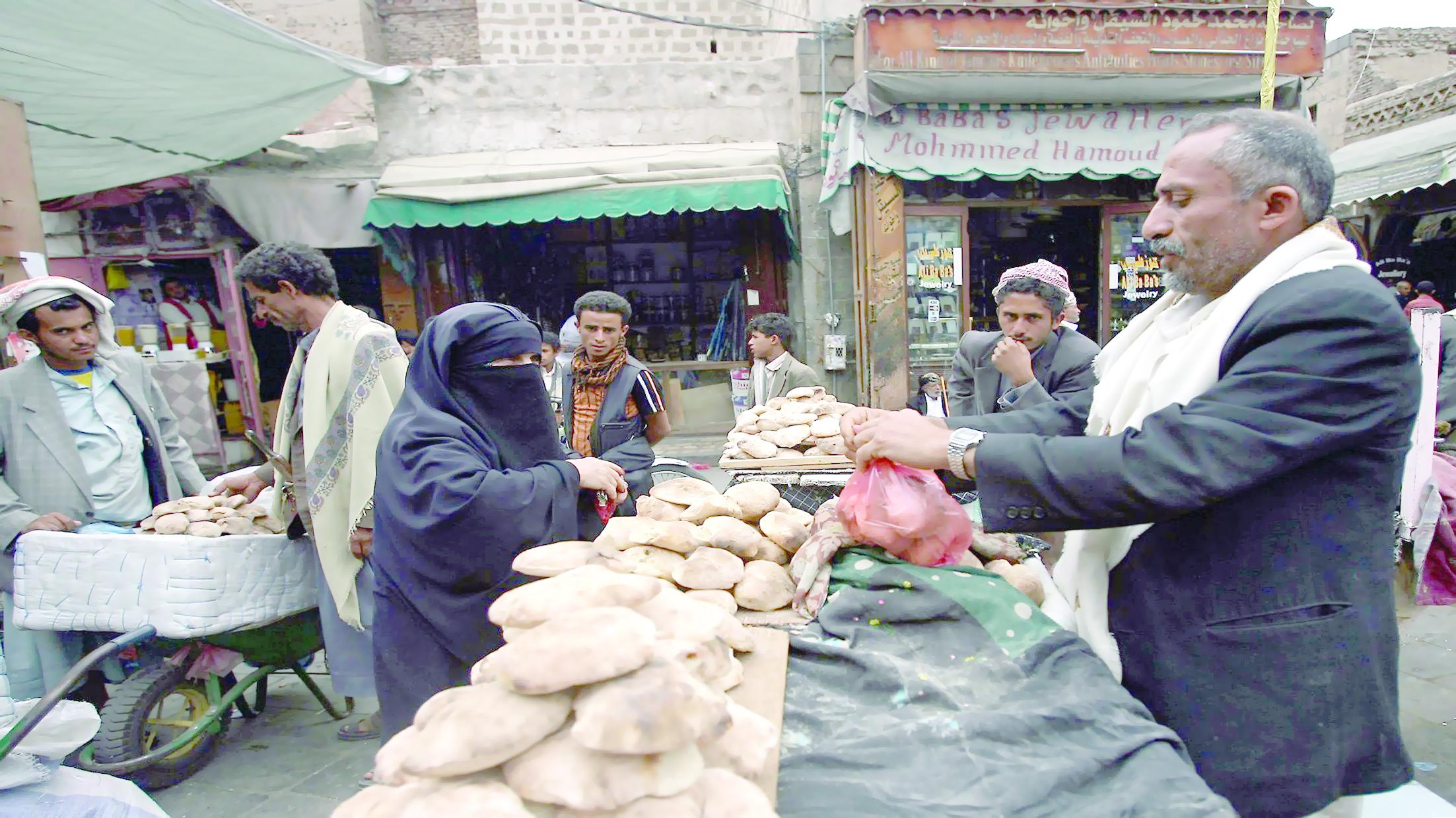 تقرير إخباريأزمة المرتبات في اليمن تطال الفلسطينيين والمتقاعدين