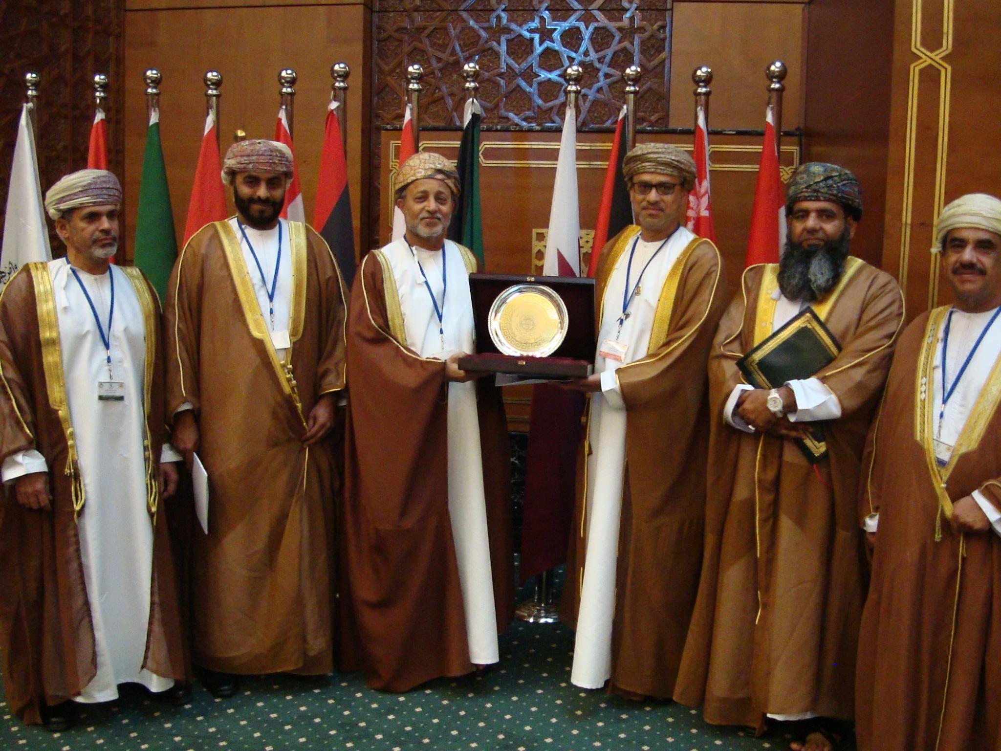 السلطنة تفوز بجائز لجنة التميز البرلماني العربي عن فئة أمين عام البرلمان