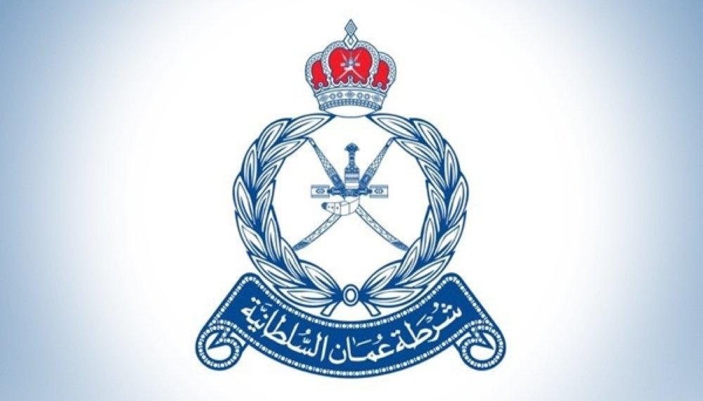 الشرطة تضبط ثلاثة متهمين بسرقة 52600 ريال عماني من مركبة بصحم