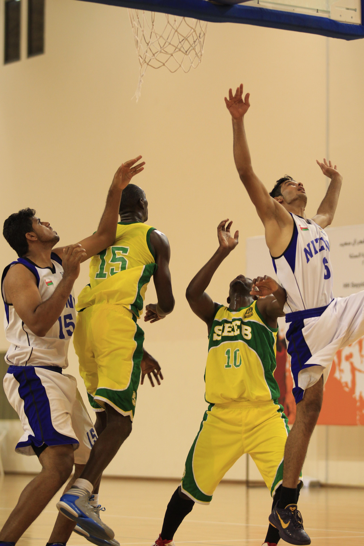 السيب يحقق فوزا صعبا على نزوى في دوري السلة