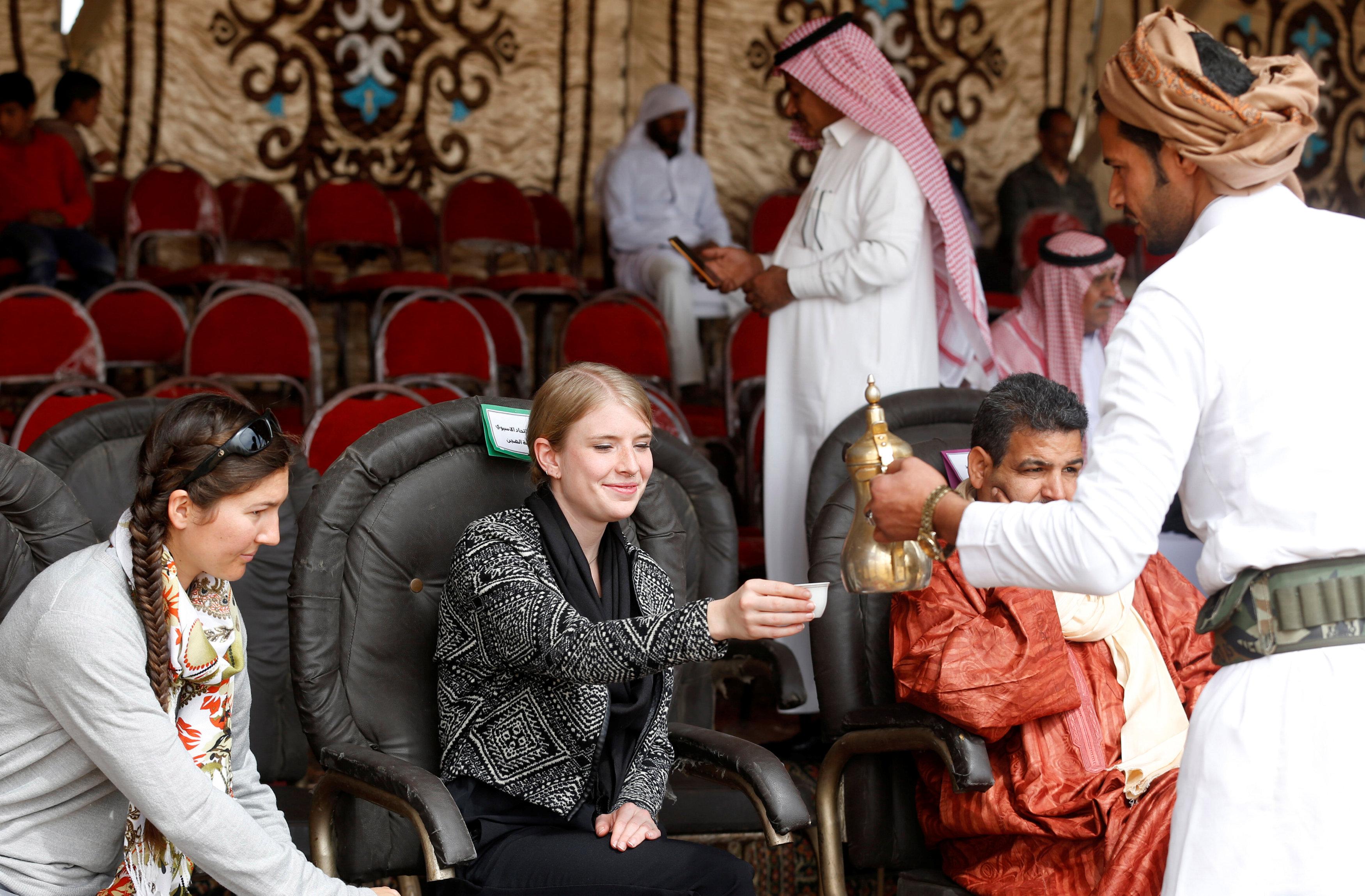 Egypt camel racers hope desert sport will spread to fresh pastures