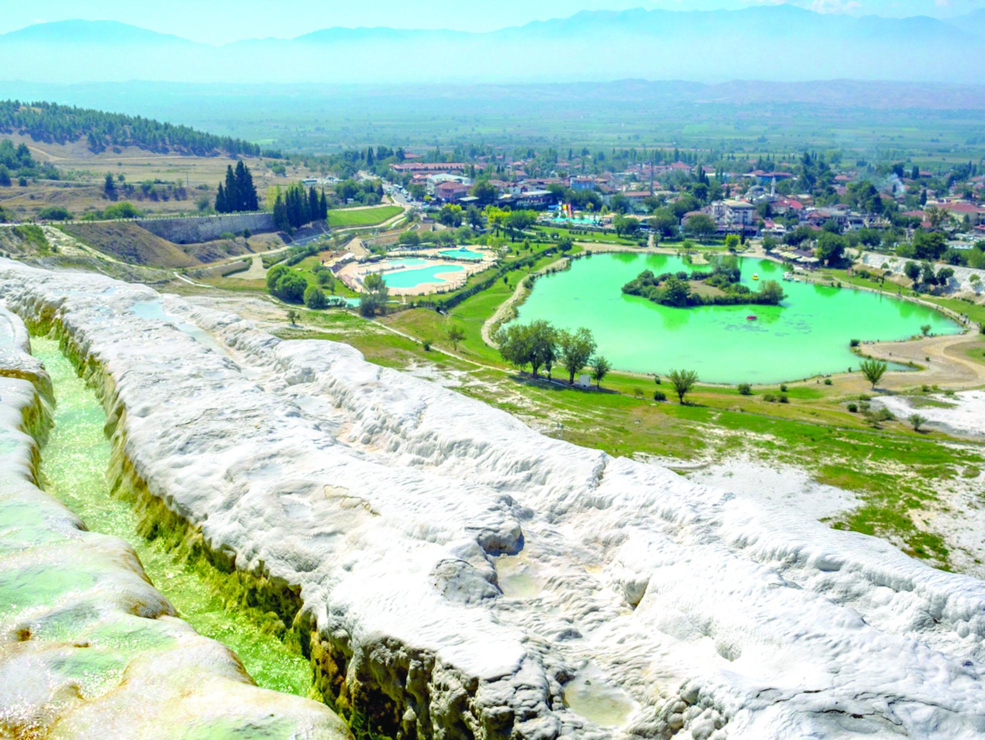«باموكالي» لؤلؤة تركيا..مدينة الأساطير والظواهر الطبيعية