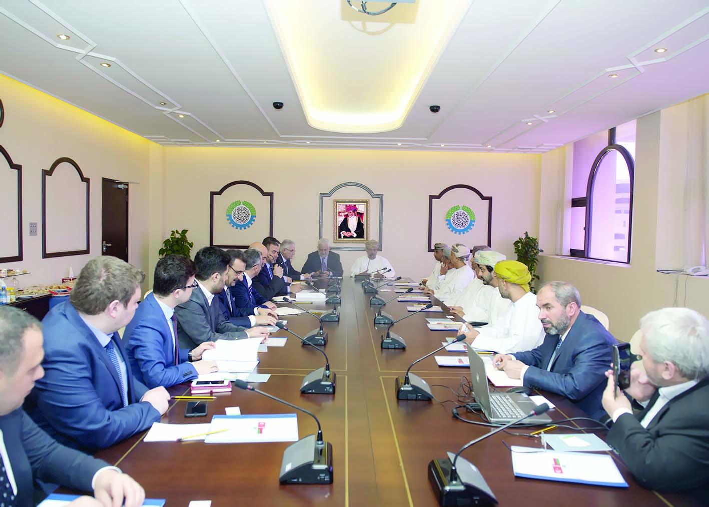 بحث سبل تفعيل التعاون الاقتصادي بين السلطنة وتركيا