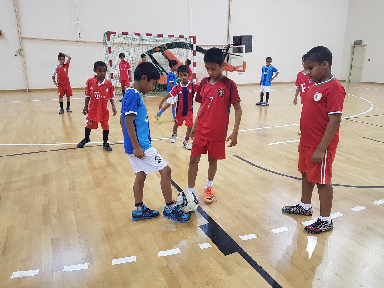 50 مدرسة في انطلاق بطولة كرة قـدم الصـالات للبراعم