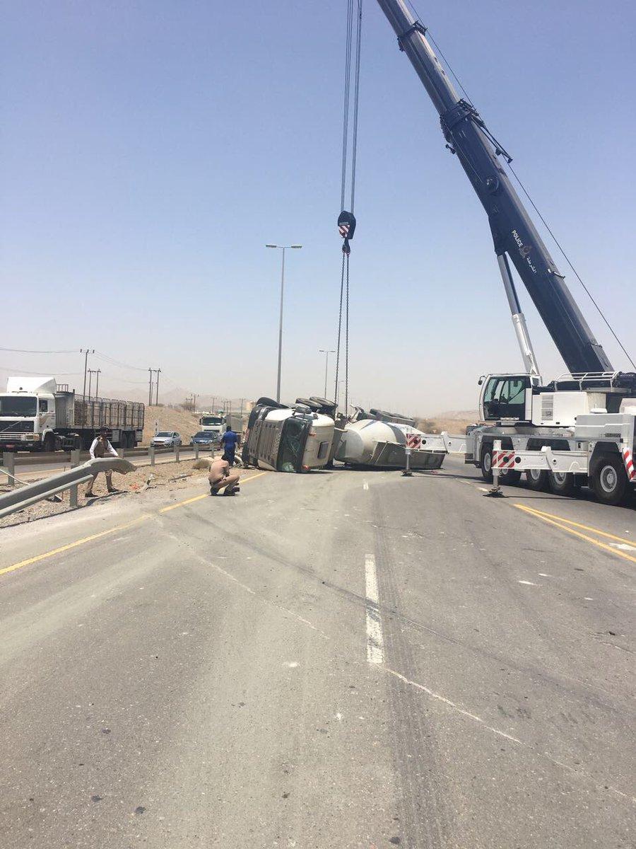 """ازدحام مروري على طريق """"الجفنين - مسقط"""".. والسبب حادث سير"""