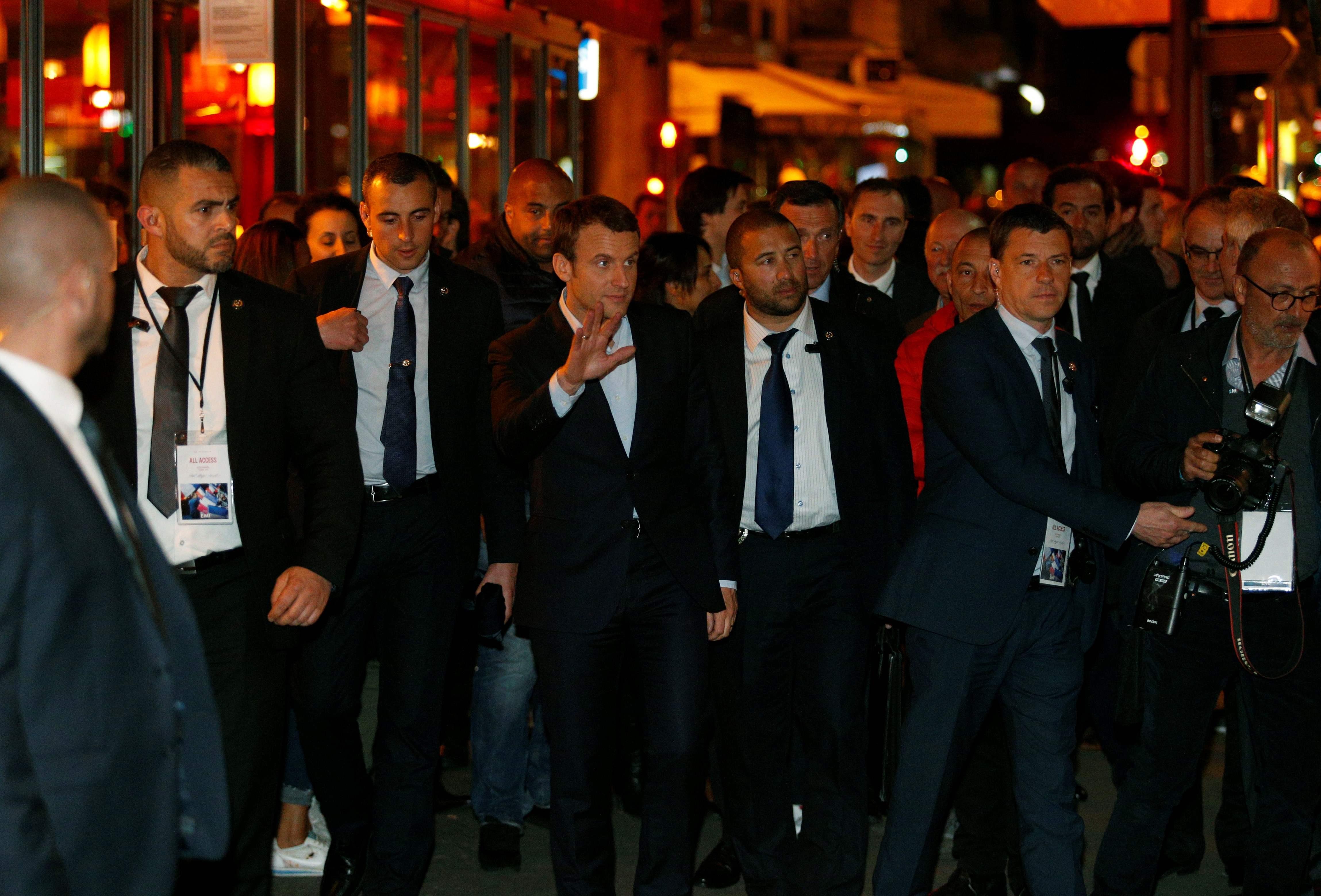 فرنسا.. هكذا احتفل ماكرون بالفوز في الجولة الأولى