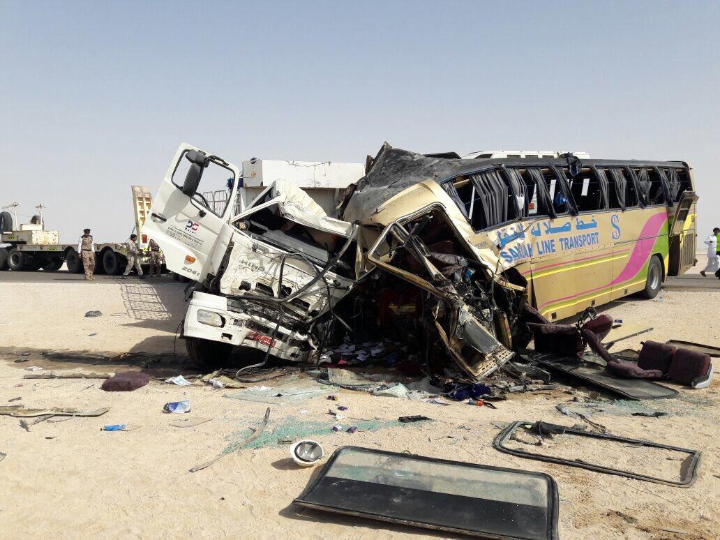 وفاة شخصين وإصابة العشرات جراء حادث سير بين حافلة وشاحنة جنوب هيماء