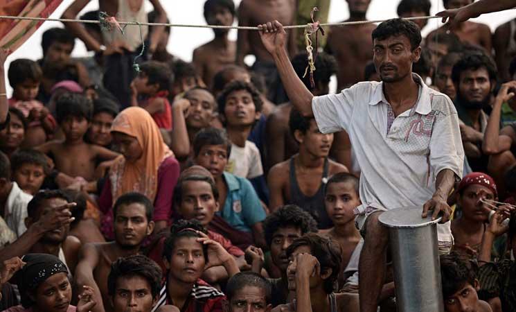 """ميانمار تحتجز نازحي الروهينجا في """"شبه مخيمات"""""""