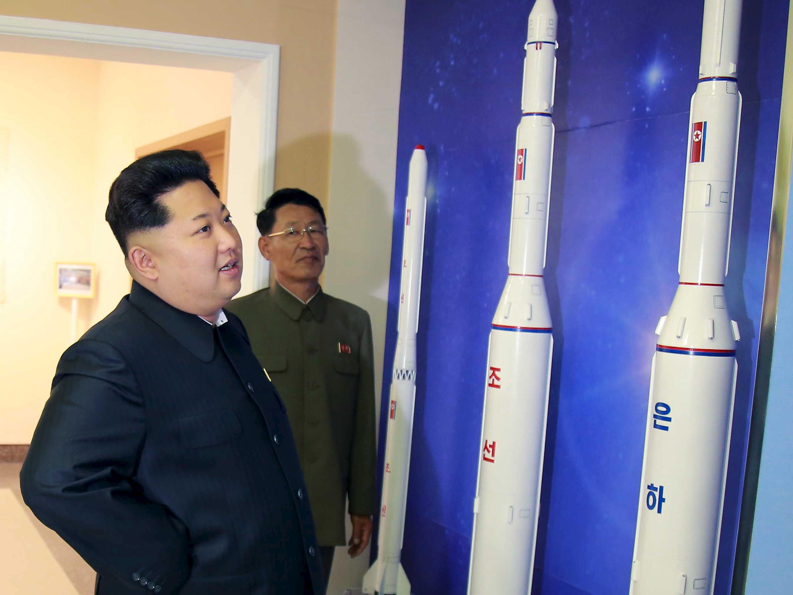 كوريا الشمالية تطلقُ صاروخاً جديداً.. وترامب يهدد