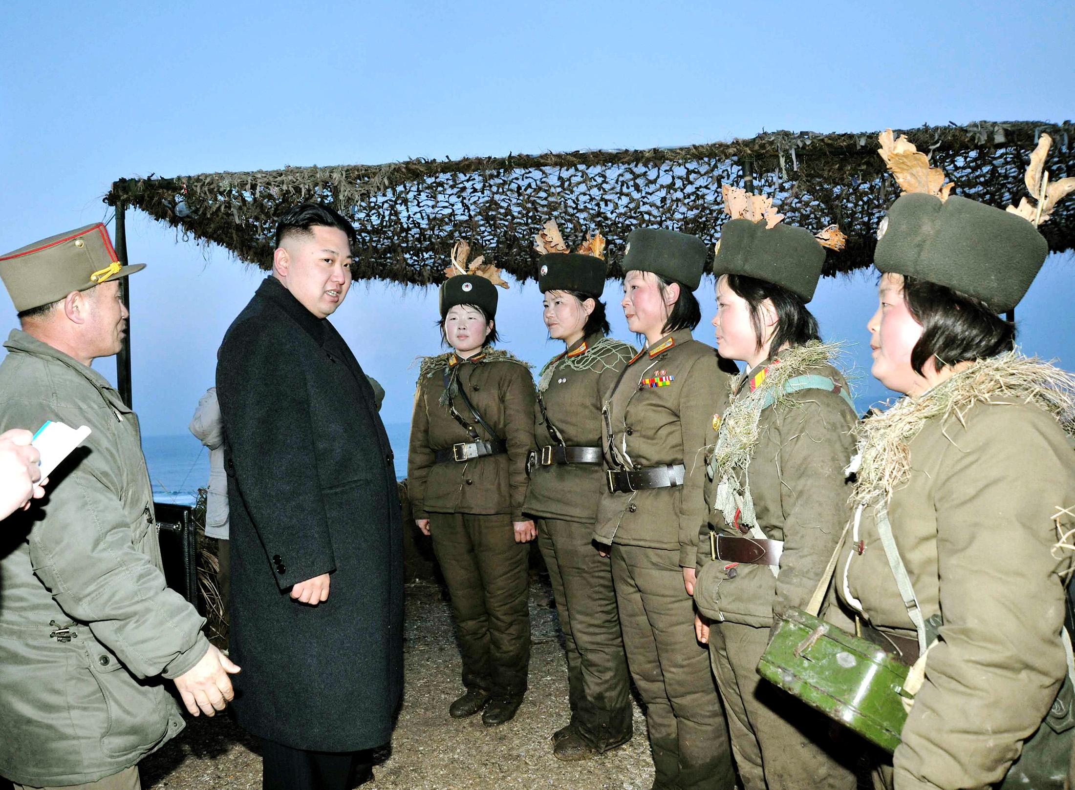 تدريب نصف مليون امرأة في كوريا الشمالية.. والسبب
