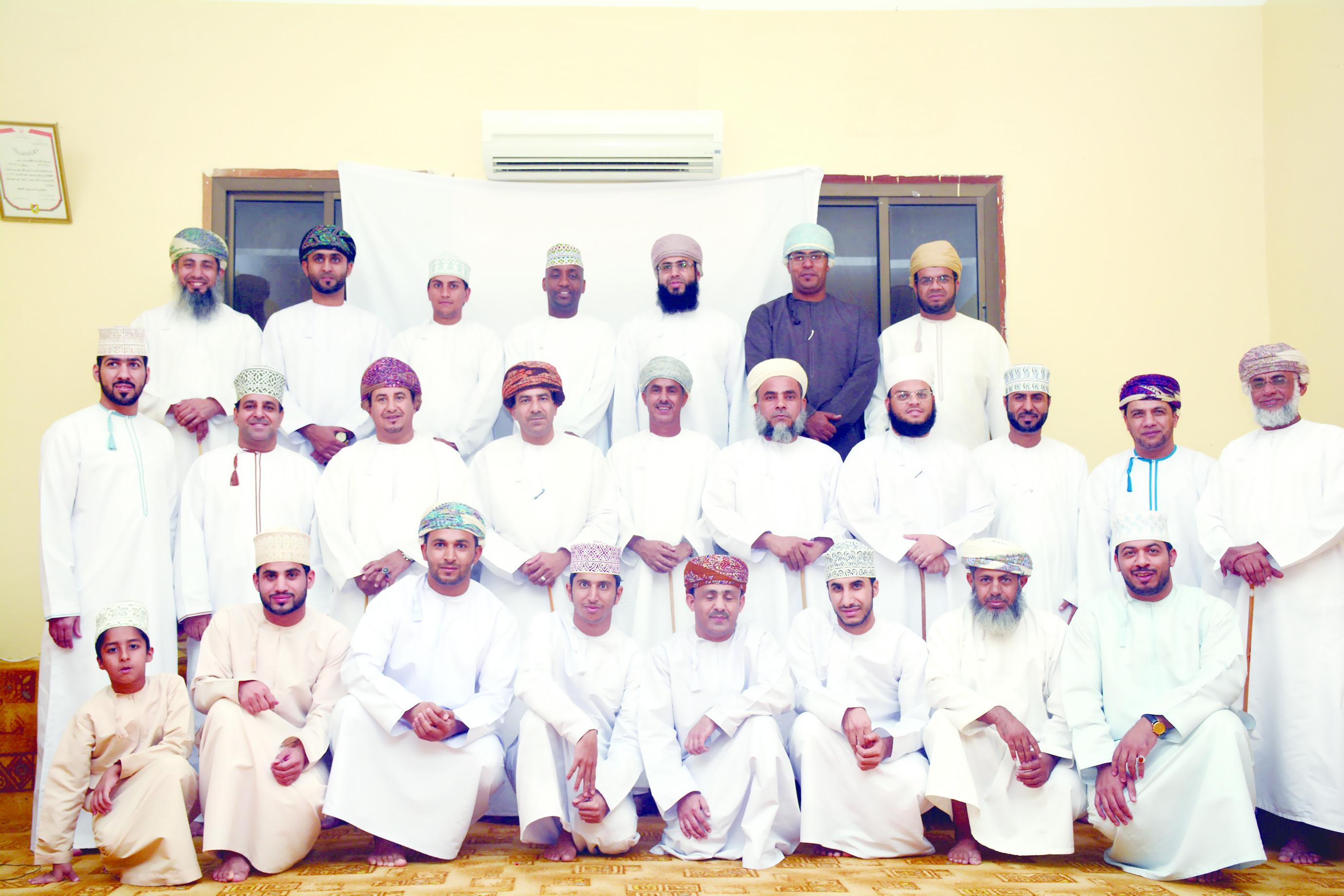 فرقة مسرح شباب عمان تعرض مسرحية «السلامة المرورية مسؤولية الجميع»