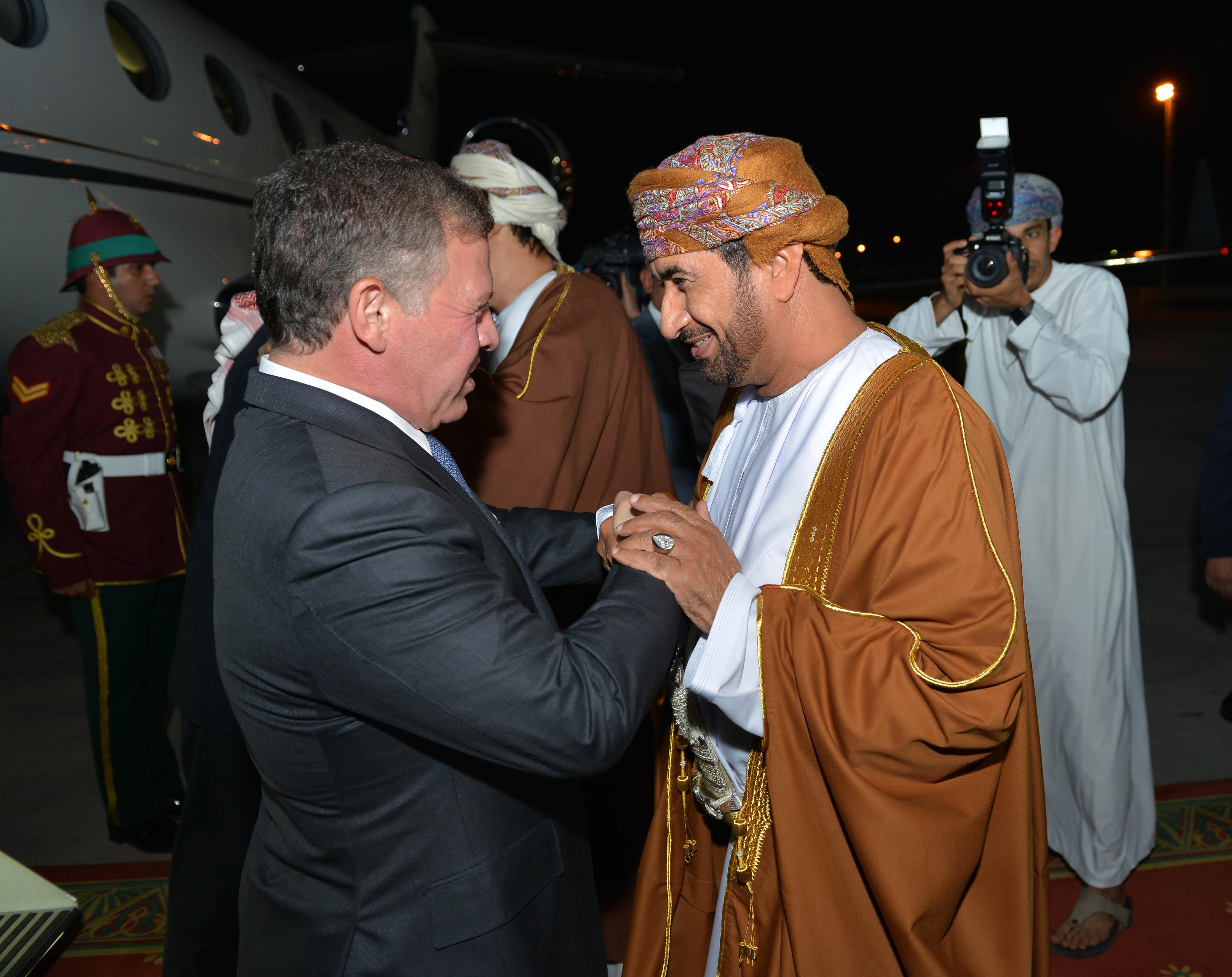 بالصور: ملك الأردن يصل السلطنة في زيارة خاصة