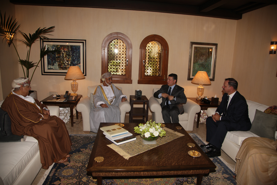 بالصور.. هذه بعض لقاءات جلالة السلطان مع الملك عبدالله