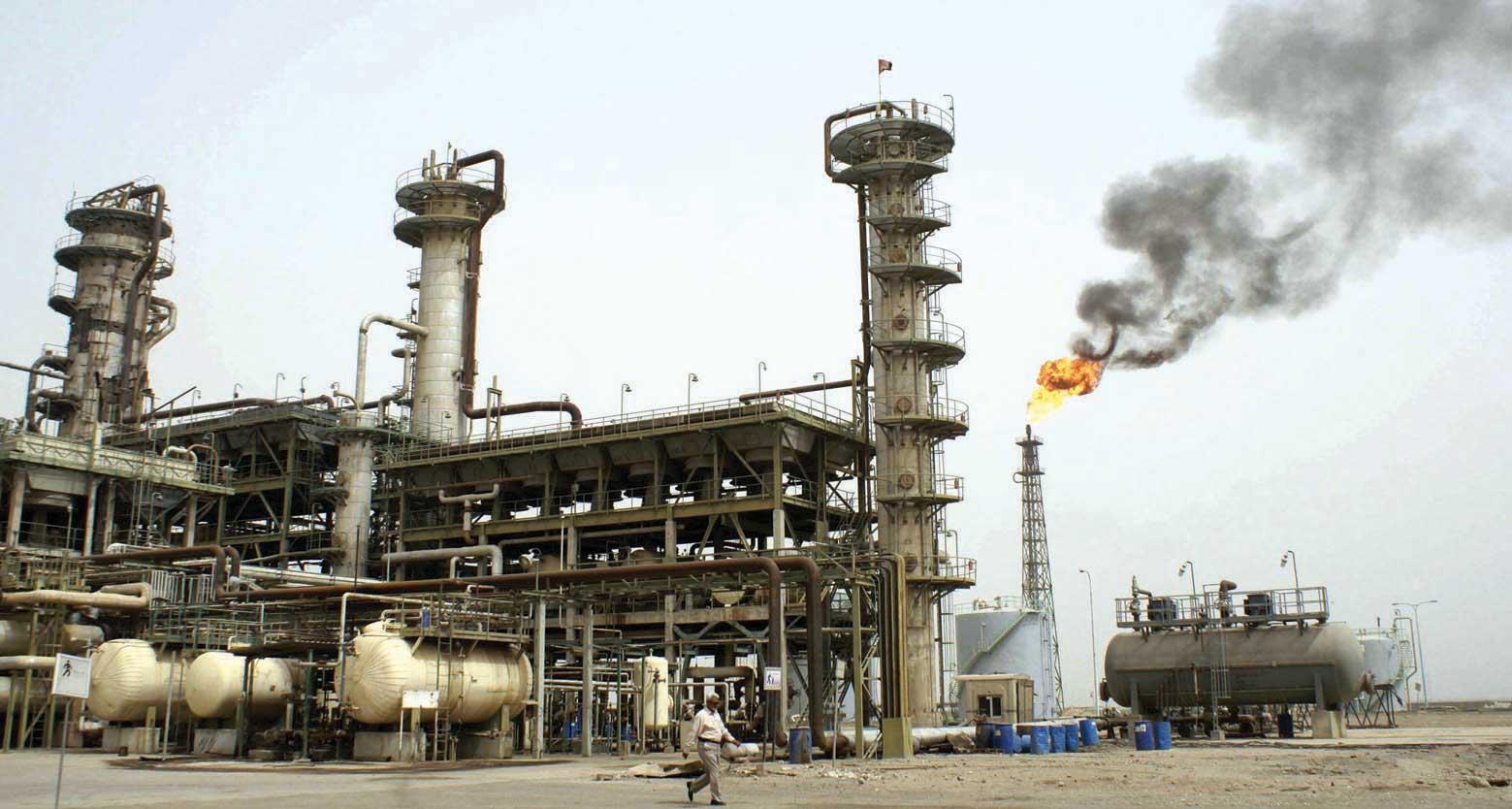 السلطنة تدعم اتفاق السعودية وروسيا على تمديد خفض إنتاج النفط