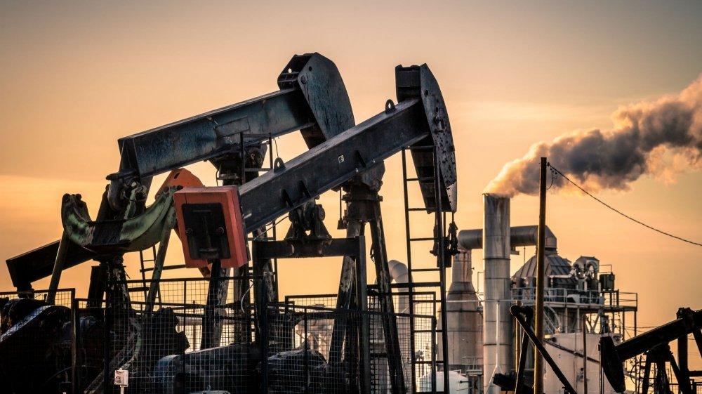النفط يقفز بعد اتفاق السعودية وروسيا على تمديد خفض الإنتاج