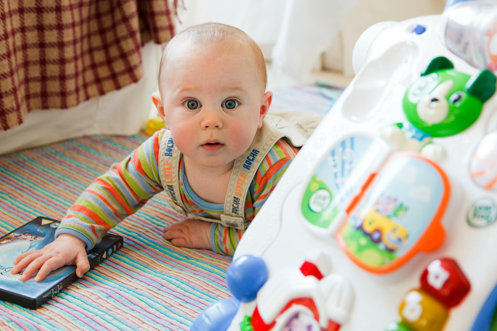 لماذا يجب أن تنتبهي إلى المنطقة الطرية في رأس طفلك؟