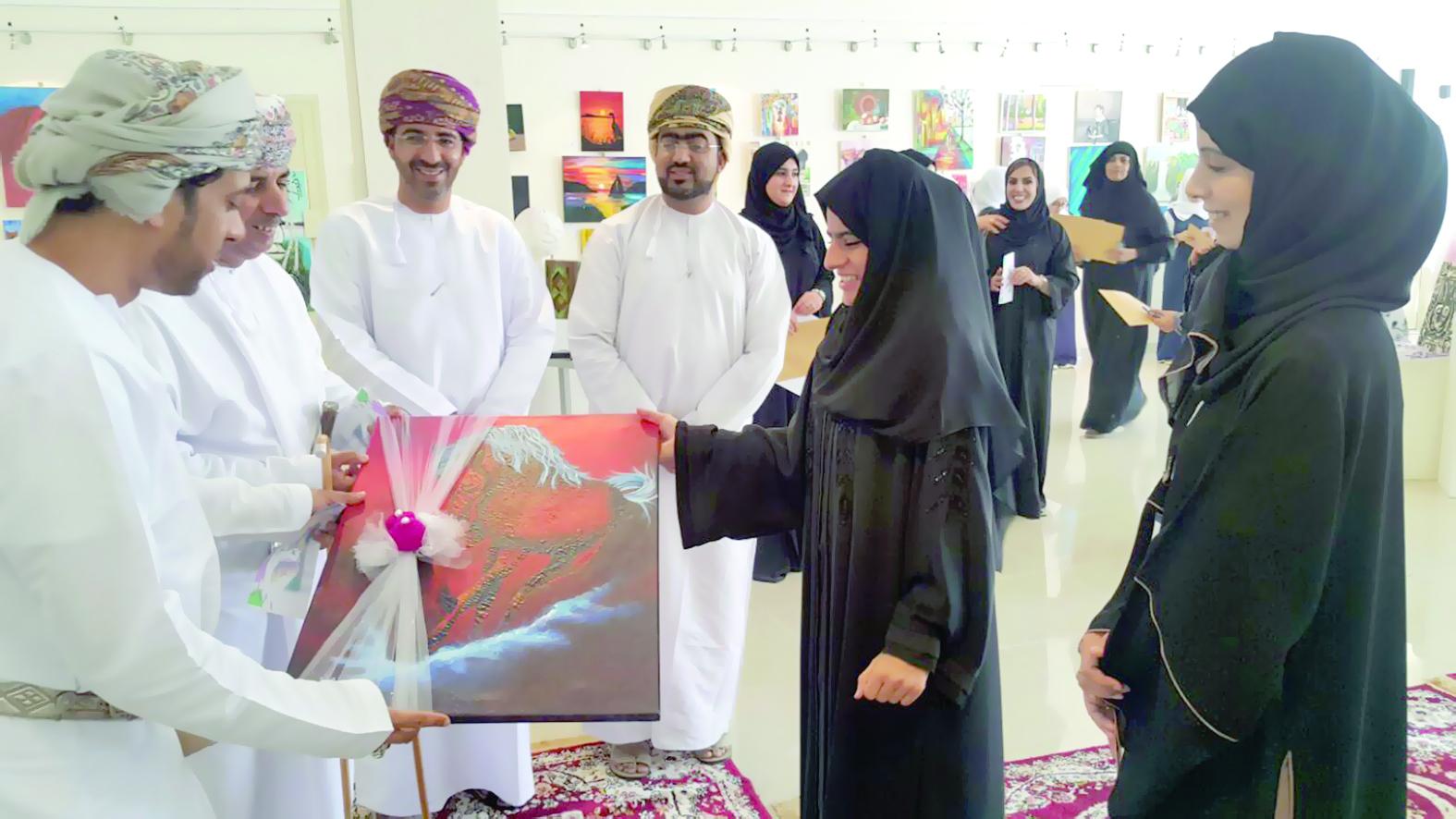 افتتاح معرض الفنون التشكيلية «زوايا» بصحار