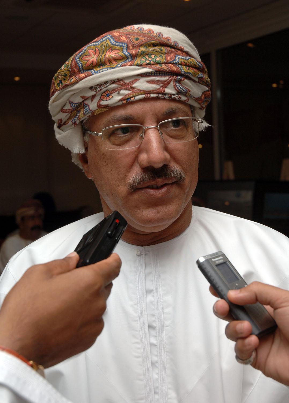 وزير الإسكان يوجه بتسريع توزيع الأراضي على المواطنين