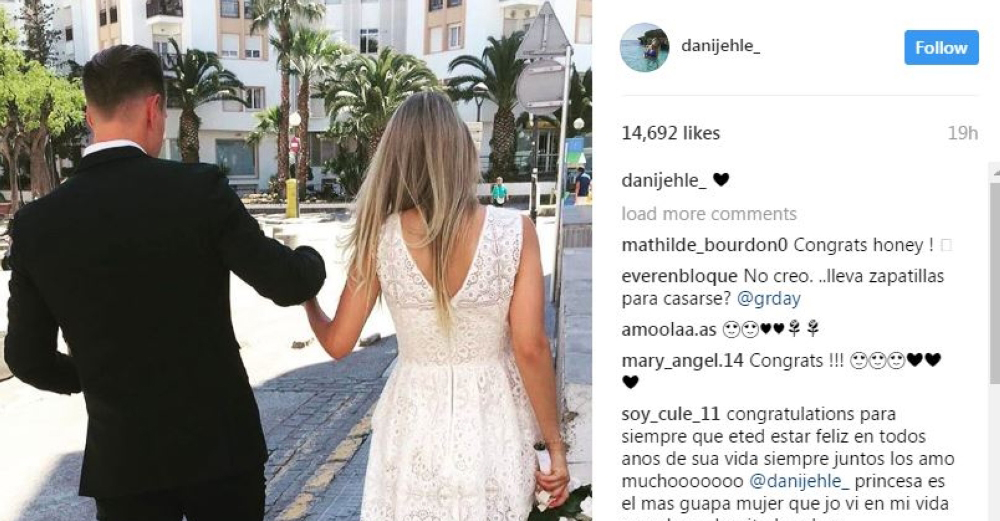 ما هو سر الزواج المفاجئ لحارس برشلونة شتيجن وصديقته؟