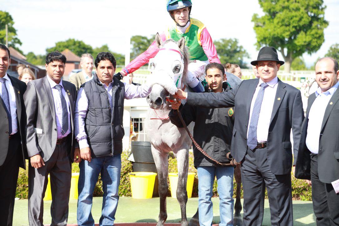 الحصان طامح للخيالة السلطانية يفوز بسباق تاونتون البريطاني