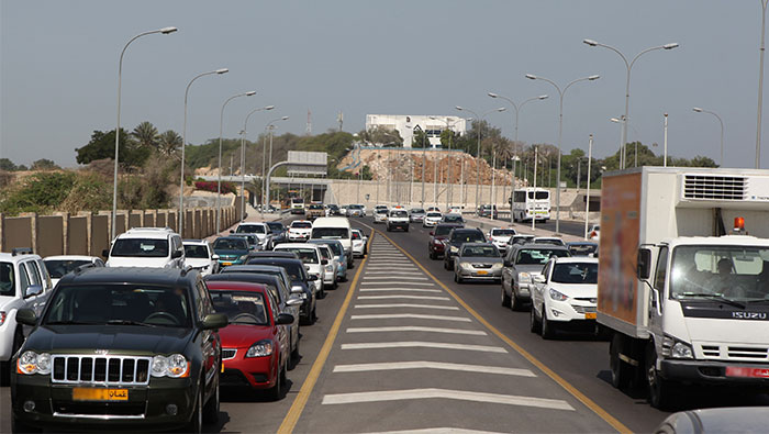 Residents urge caution on roads due to afternoon traffic jams in Muscat
