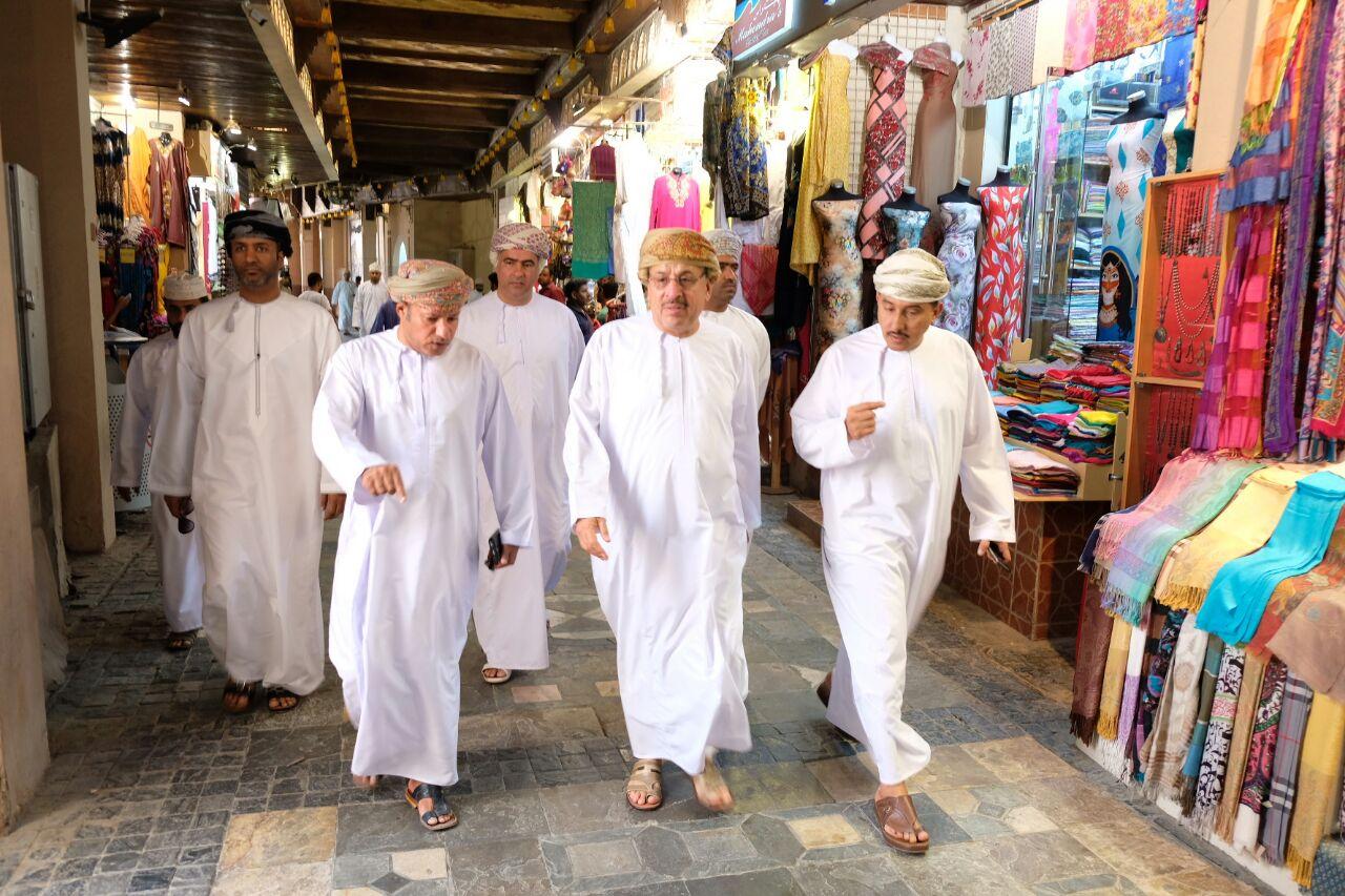 معالي رئيس بلدية مسقط يزور المسالخ البلدية وسوق مطرح