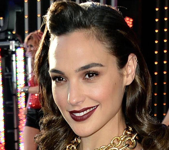 "Female-only ""Wonder Woman"" screenings set off online complaints"
