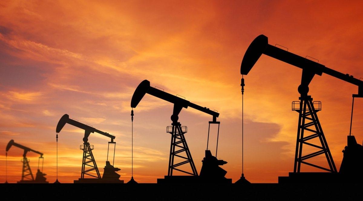النفط يتعافى لكنه ينهي الأسبوع على خسائر بعد تخفيضات مخيبة للآمال