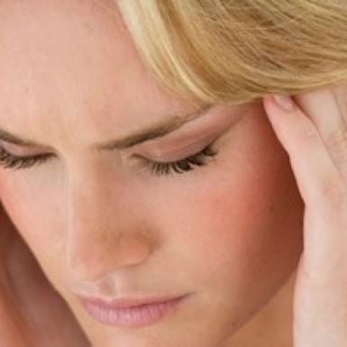 9 أطعمة ومشروبات تفاقم الإصابة بالصداع النصفي