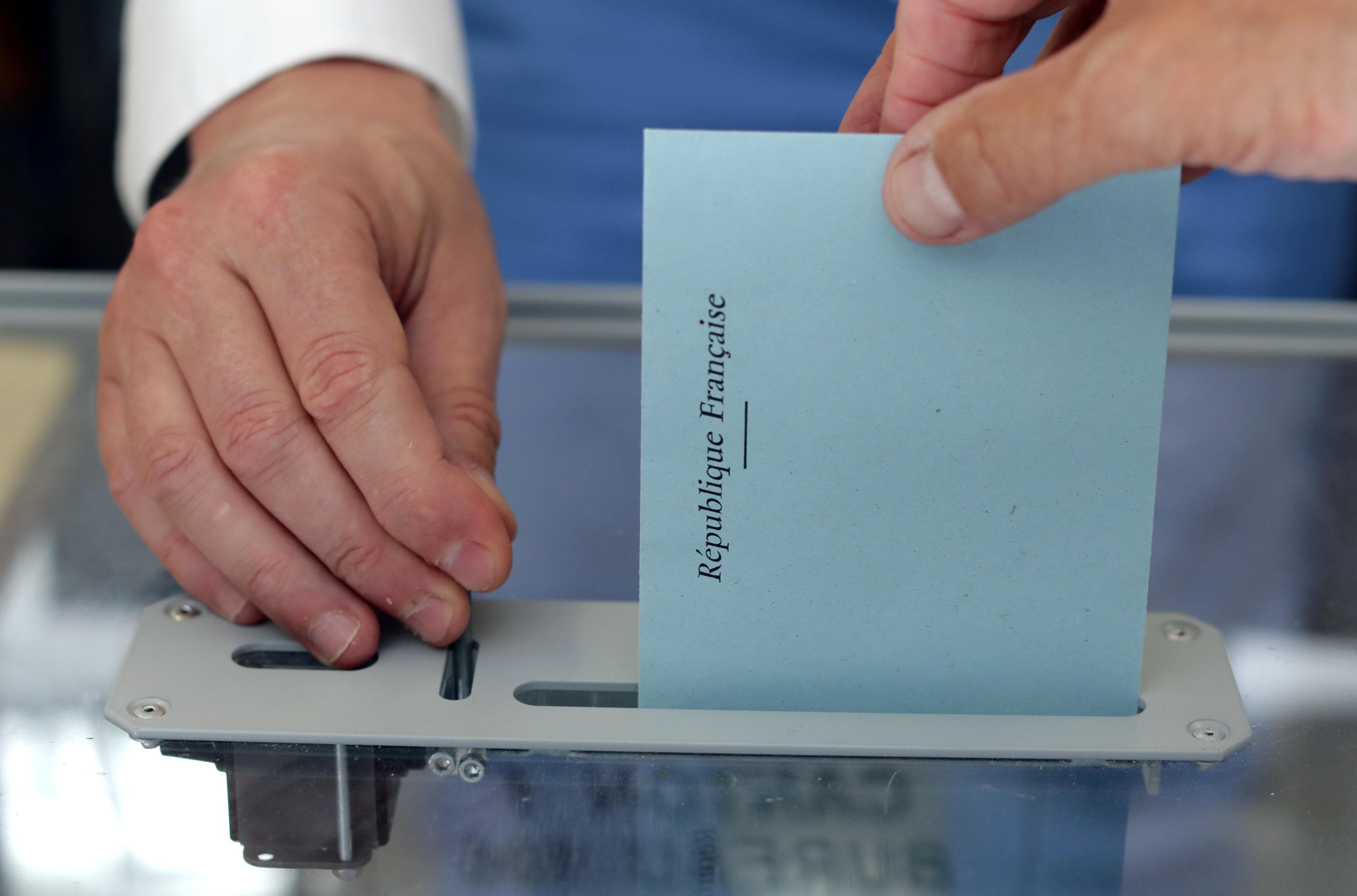 """""""أوباما"""" ينافس """"نابليون"""" للفوز بمقعد في البرلمان الفرنسي"""