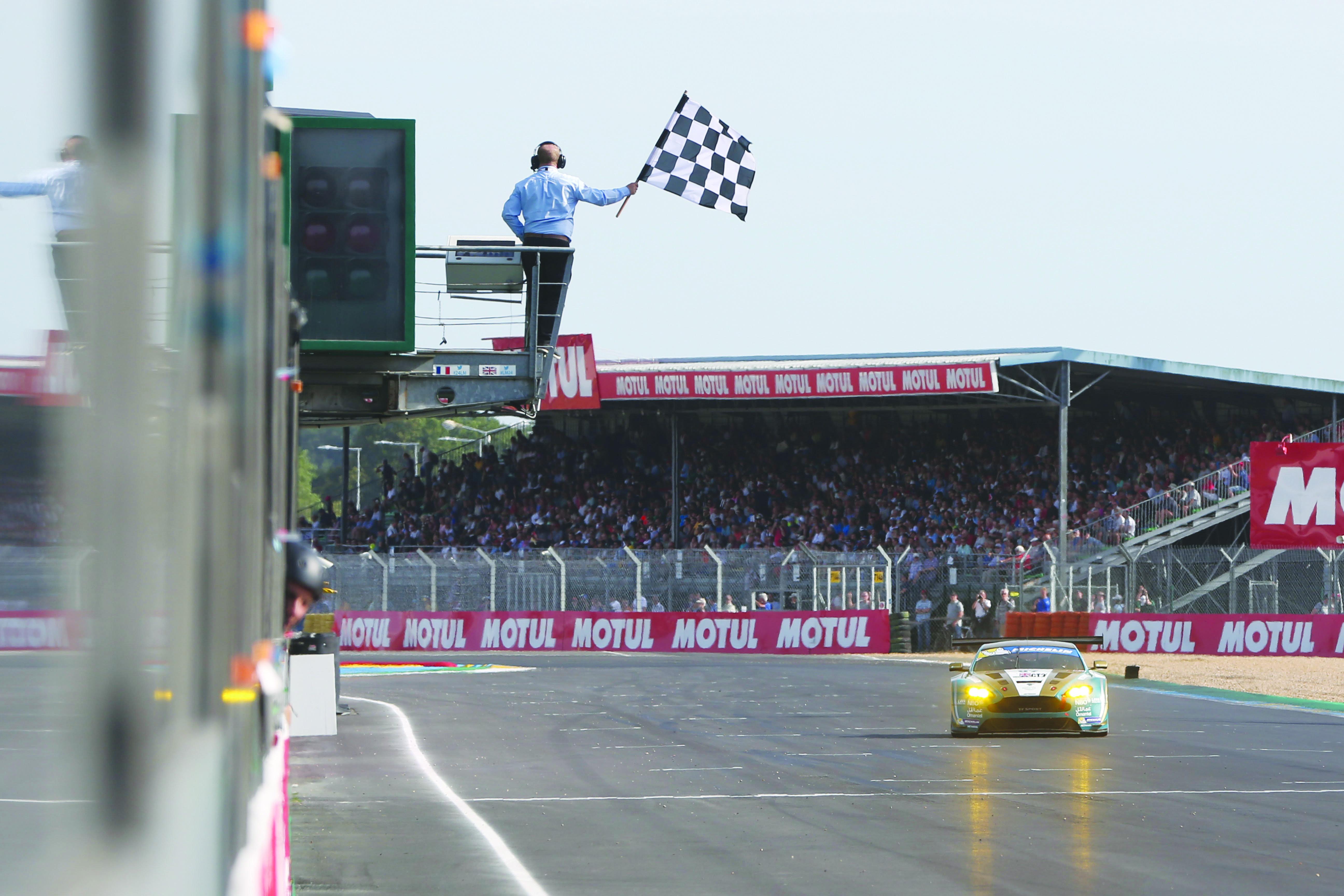 الفريق قدّم سباقاً قوياً واعتلى منصة التتويج بكل جدارةالحارثي مع عُمان لسباقات السيارات يواصل الإبداع ويتوج بكأس «ميشلان لومان»
