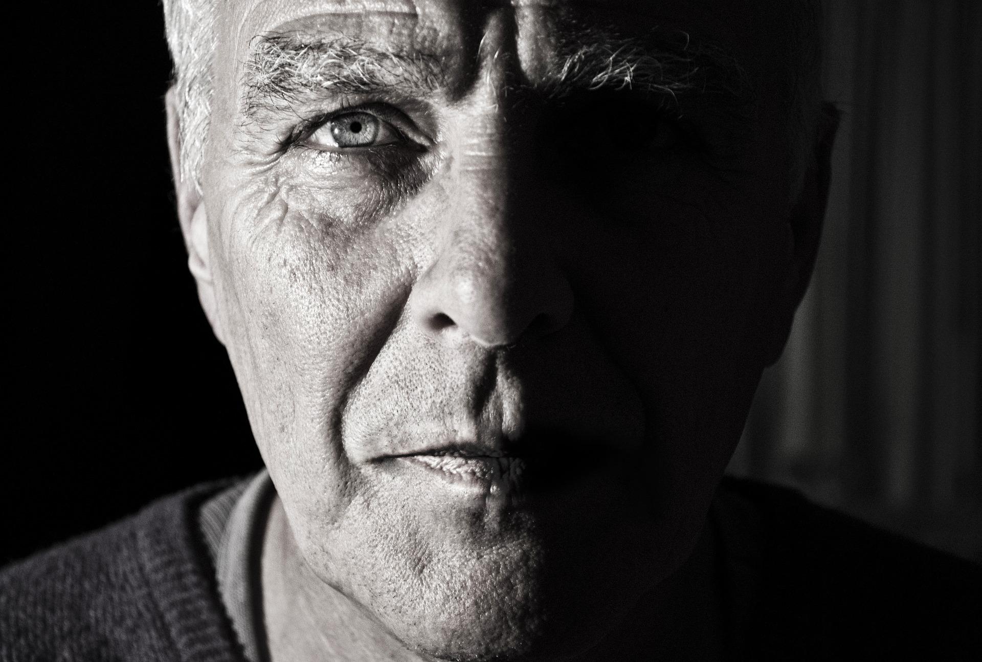 علماء يكتشفون مفتاح العمر المديد في جينات الرجال