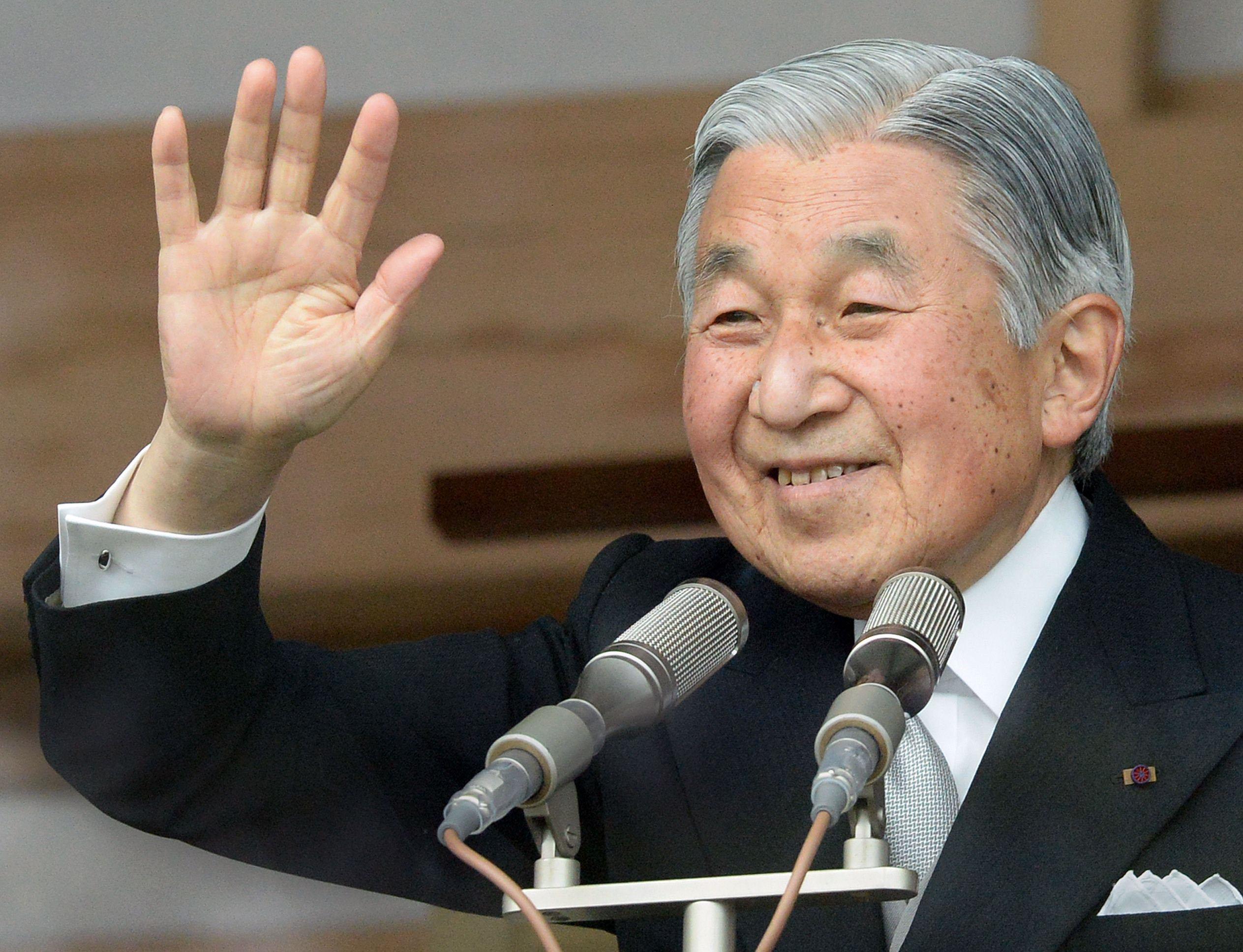 اليابان.. إقرار قانون يسمح بتنازل الإمبراطور أكيهيتو عن الحكم