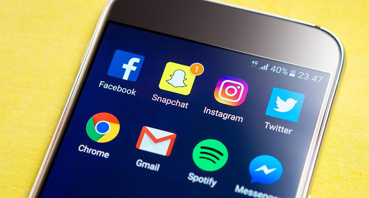 """فيسبوك يعلن الحرب على """"سناب شات"""".. بـ""""تالك"""""""