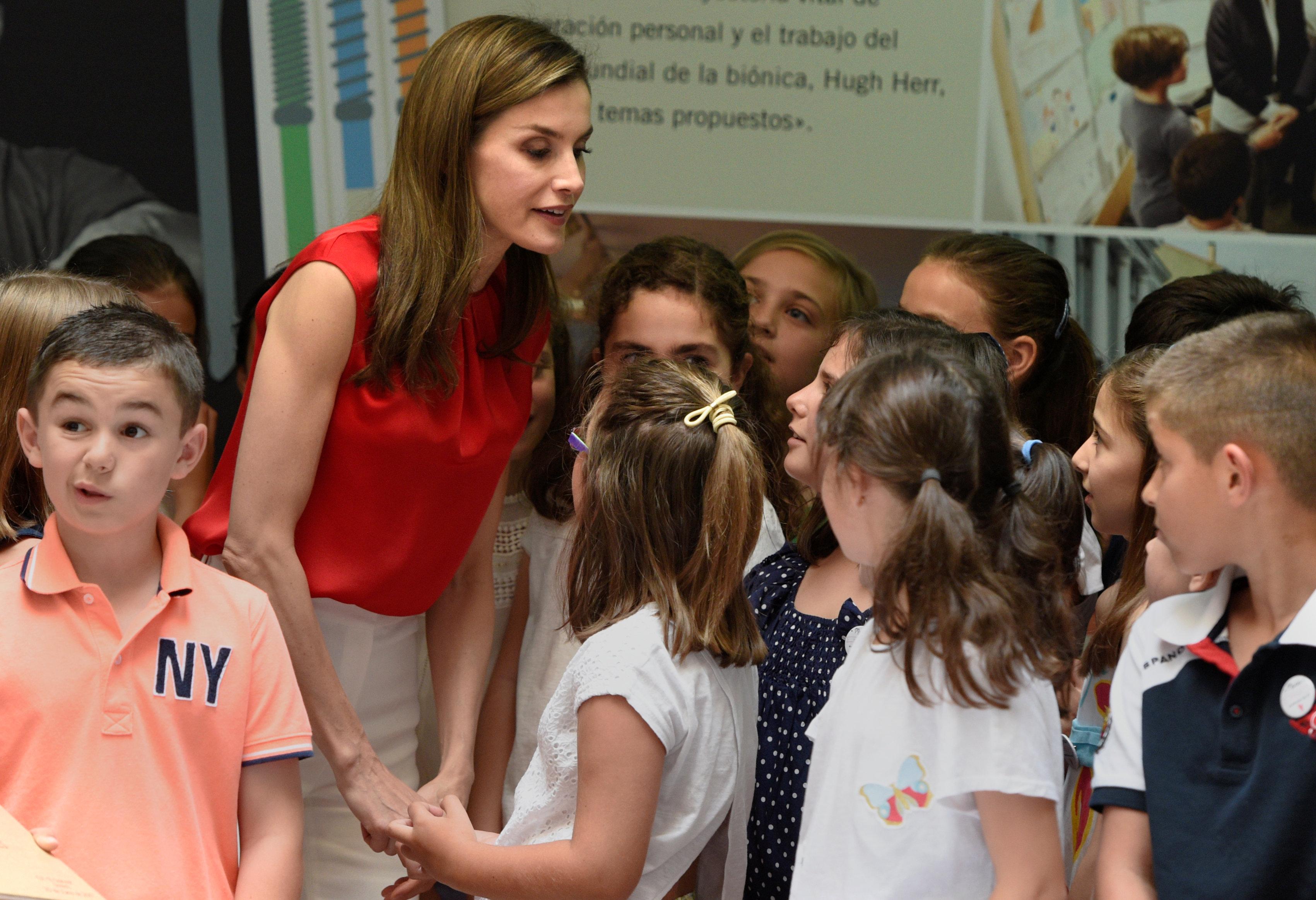 In pictures: Spain Queen Letizia meets children at public school