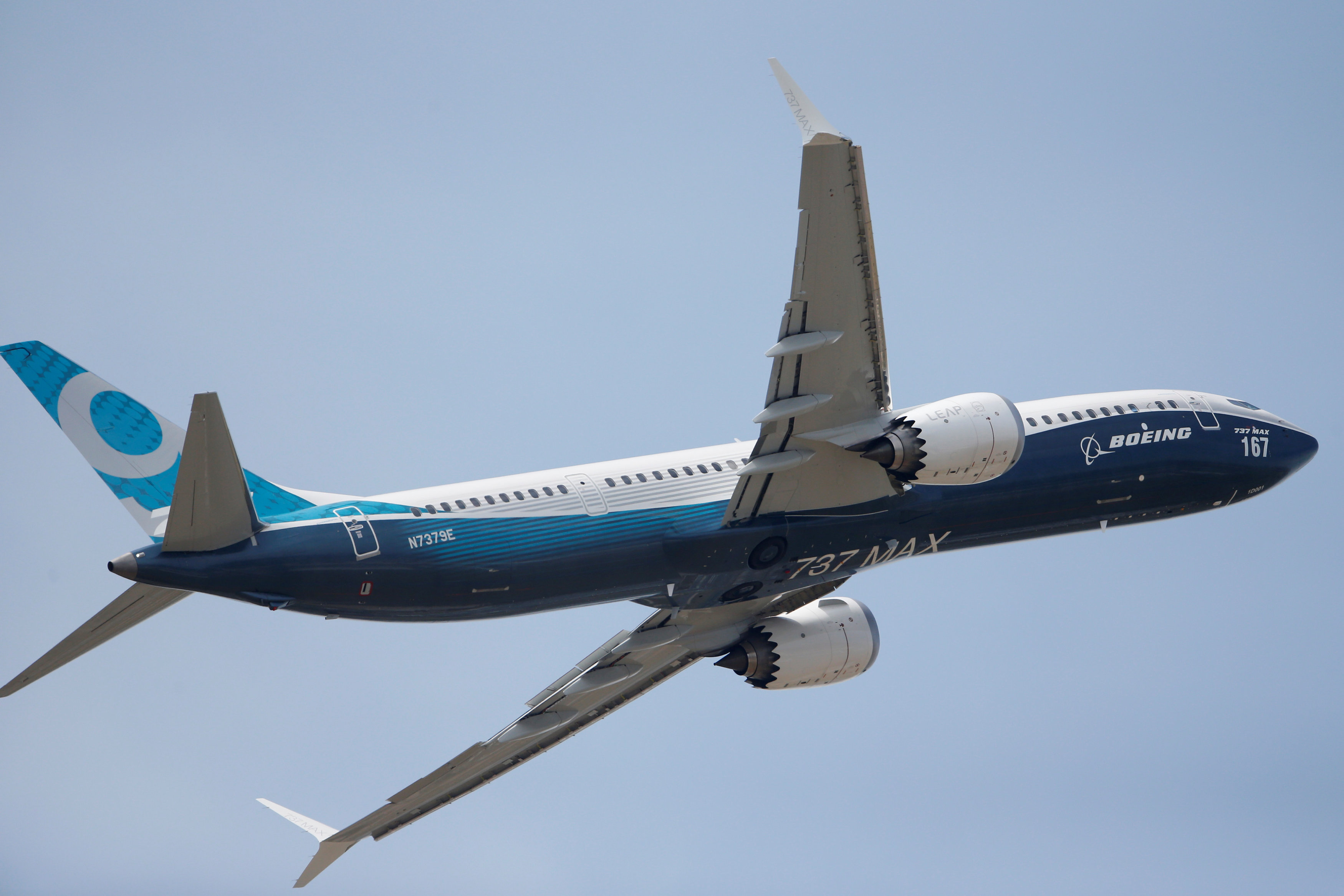Boeing gets boost from United, lifts demand forecast