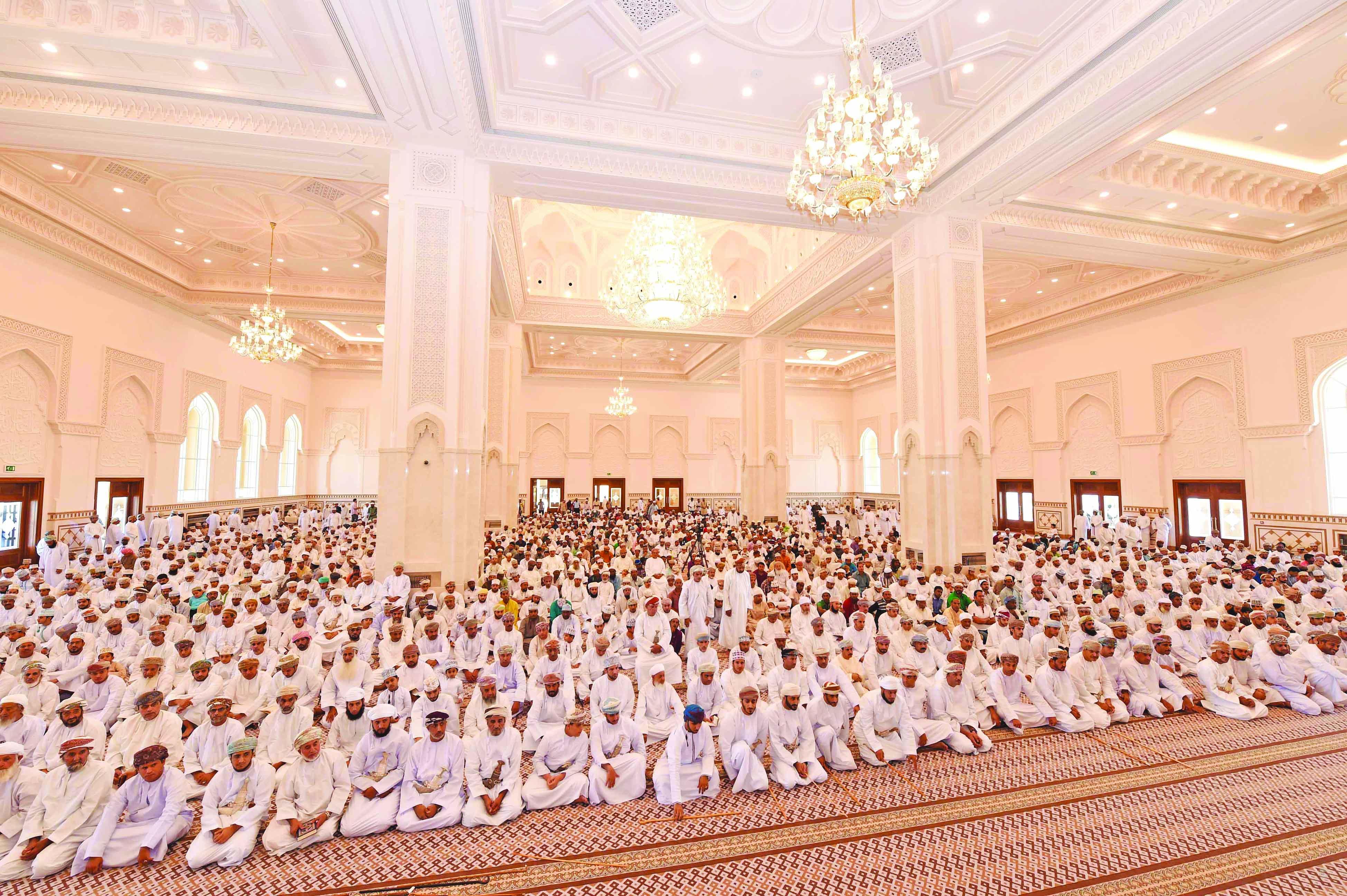 Al Shabibi inaugurates Sultan Qaboos Mosque in Suwaiq