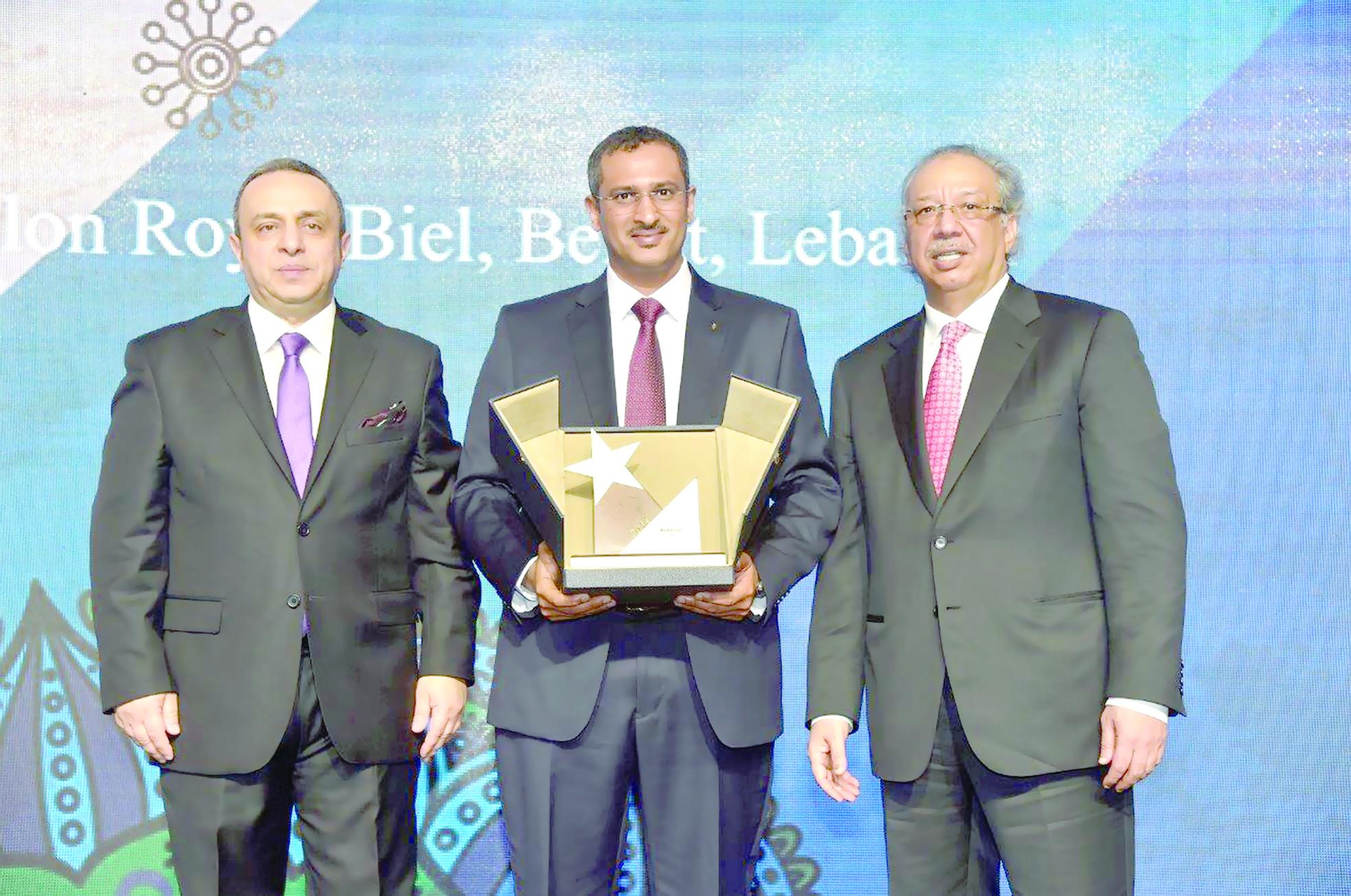 بنك ظفار يتوج بجائزة «التميز في تمويل المشاريع الصغيرة والمتوسطة»