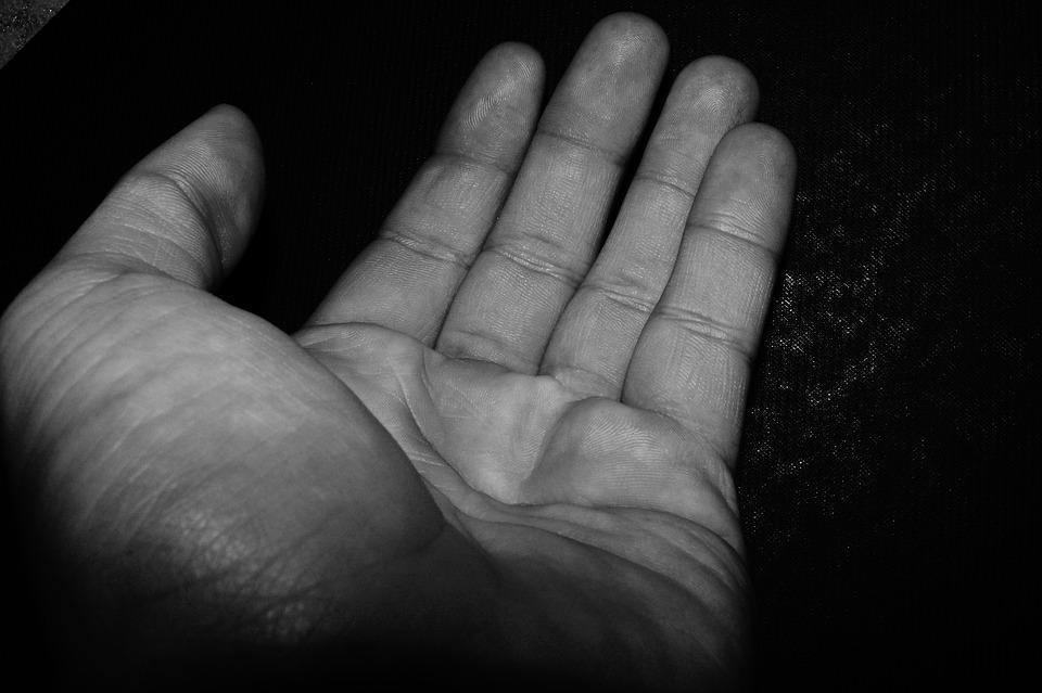 ضبط 263 متسولاً بينهم عمانيون ..أبريل الفائت