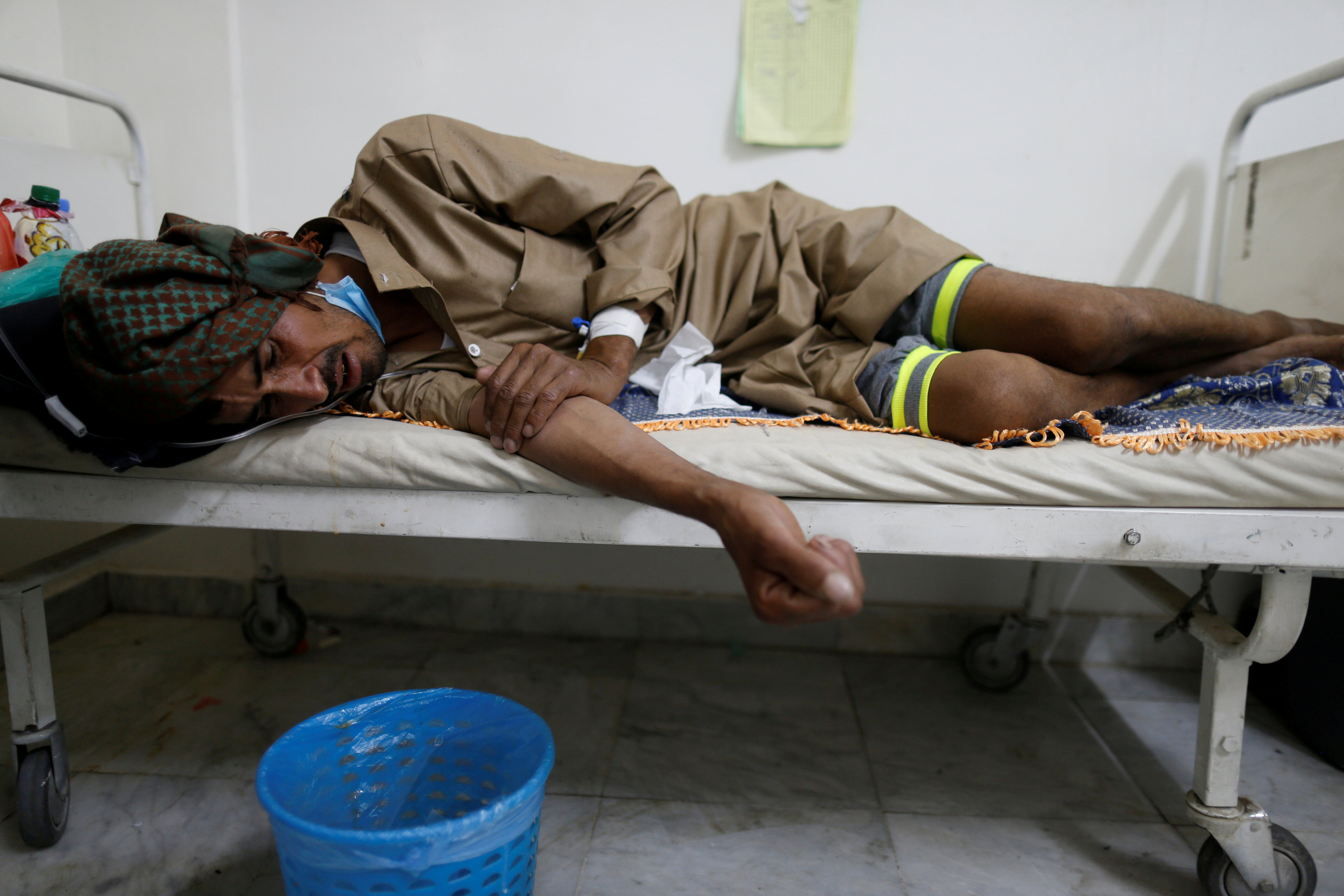 Cholera may accelerate famine in Yemen as resources shift: UN