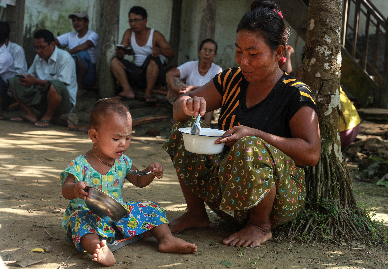 80 ألف طفل من الروهينجا مهددون بالموت جوعا