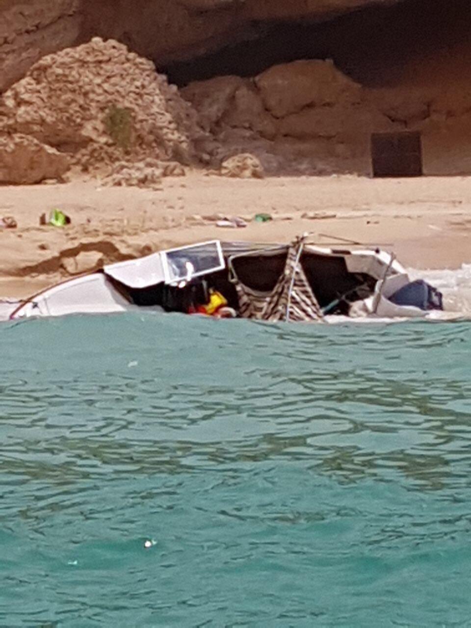 الشرطة تنقذ 5 أشخاص على متن قارب صيد غارق