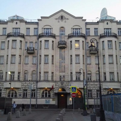 سفارتنا في موسكو ترصد حالات إيقاف مواطنين بمطارات روسيا